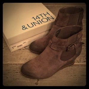 14th & Union Morghan Suede Wedge Bootie Grey 7